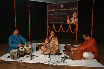Padmaja Chakraborty is performing vocal classical in 227th Baithak of Kendra-min