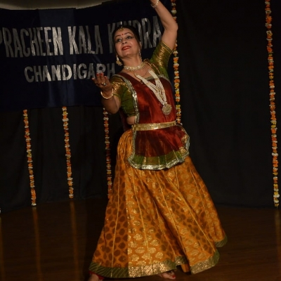 Renu Pahari giving Kathak Dance performance in 220th Monthly Baithak of PKK-min