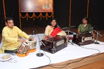 Nila Sinha with her accompanists at Kendra's 229th Baithak programme of vocal recital