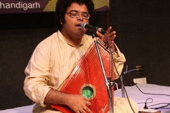 Kendra's 235th baithak featured by young and talented Nabhodeep from Kolkata