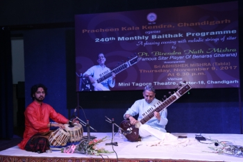Pt. Birendra Mishra presenting sitar recital in 240th baithak of Kendra