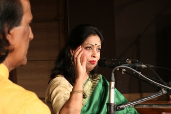 Supti performing in Kendra's Monthly Baithak