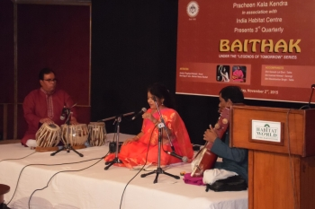 anshu-Thapliyal-performing-at-3rd-Quarterly-baithak