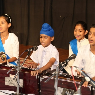 children performing in Annual function of Kendra2-min