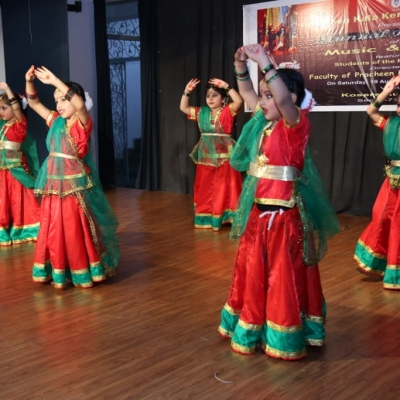 children performing in Annual function of Kendra3-min