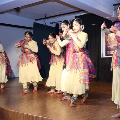 children performing in Annual function of Kendra5-min