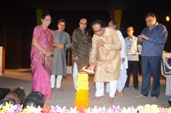 Distinguish guests lightening lamp of the occasion