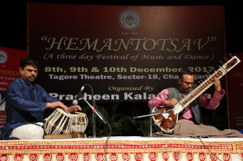 Subrata De performing in Hemantotsav at Tagore-min
