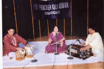 11 April , Malobika mondal & accompanists performing at 198 MOnthly Baithak Prog.