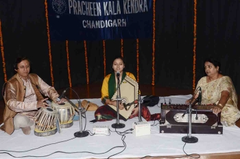 11 December, Shubhra Talegaonkar performing at 206th MOnthly Baithak Programme