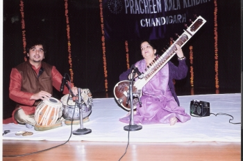 11January Lovely sharma performing at 195th Monthly Baithak Prog.