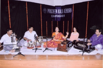 212th Monthly baithak programme vocal recital Madhumita & accompanists