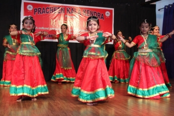 lil champs gracefully performing in cultural extravaganaza of Kendra namely parampara-min