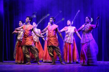 Yasmin Singh & troupe performing in Kathak Utsav organised by Pracheen Kala Kendra and kathak kendra