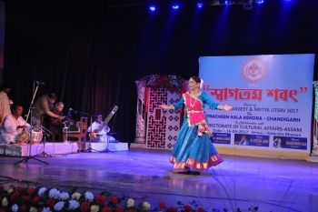 Dr. Shobha Koser performing Kathak on-min