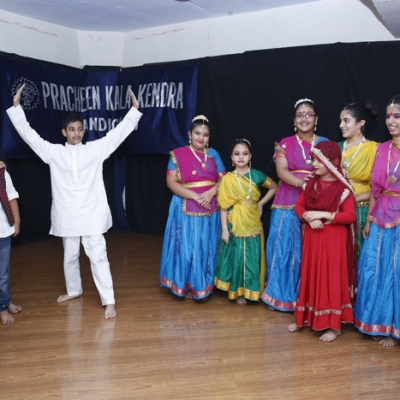 play khichdi by students
