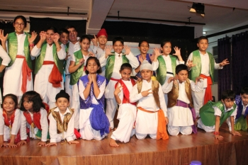 children doing masti in theatre workshop
